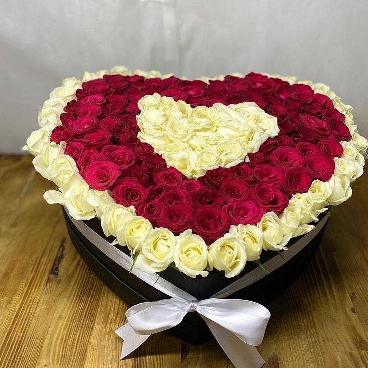 Kalp Kutuda - Kırmızı Beyaz Güller